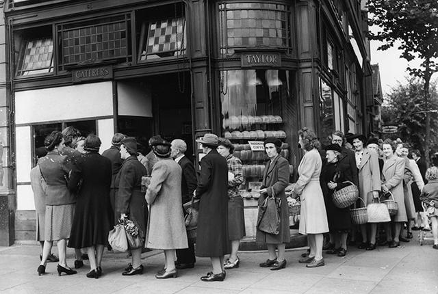20th July 1946: Queues forming outside a bakery in Streatham High Street, London, on the last day before bread rationing is introduced. (Photo by Douglas Miller/Keystone/Getty Images)