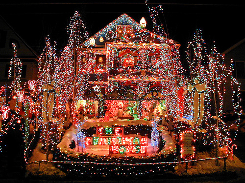 53940-Over-The-Top-Christmas-Decorations.jpg