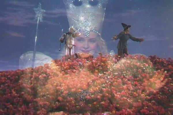 glinda-the-wizard-of-oz-5590466-600-400.jpg